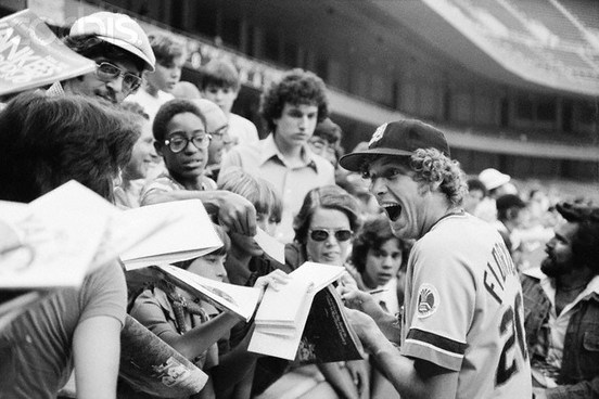 Mark Fidrych Signing autographs